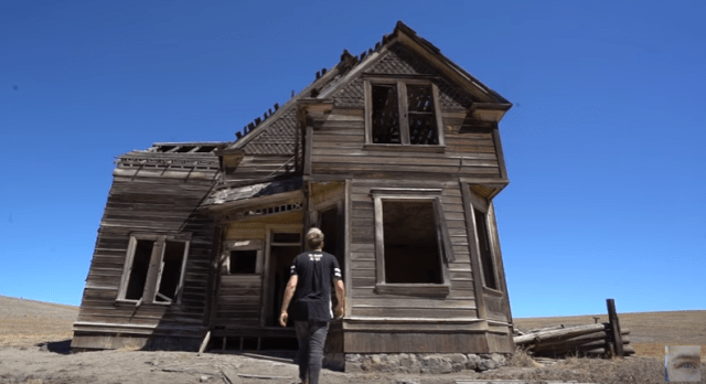 house-in-the-middle-of-nowhere-oregon-yt-3.PNG