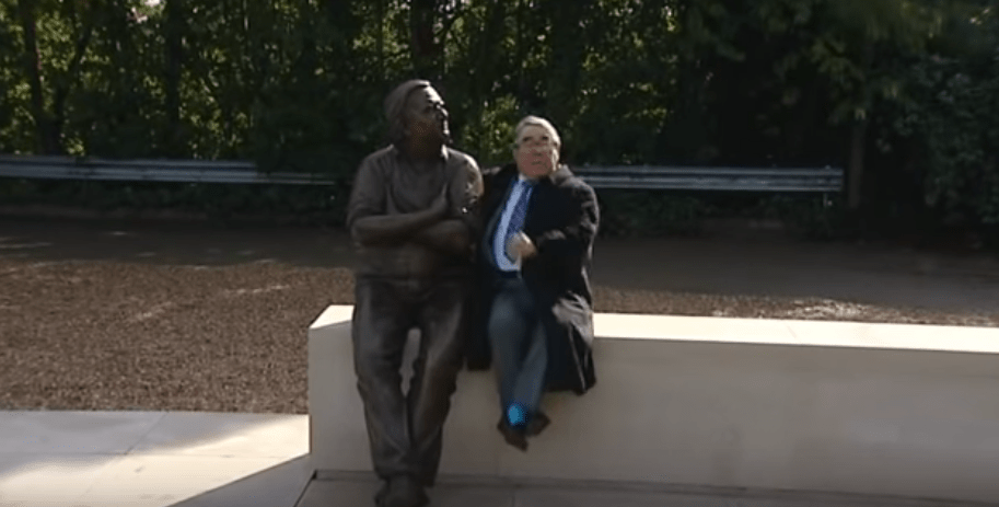 ronnie-barker-statue-sv3