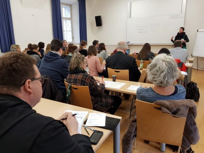 Julia Schöneberg informiert über die SDGs
