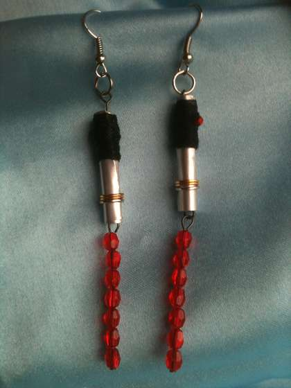 DIY Star Wars Lightsaber Earrings [pic]