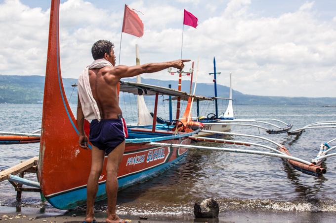PI-Taal-Lake-Boat-Man-H