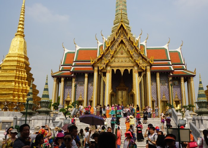 Wat Phra Kaew Crowds