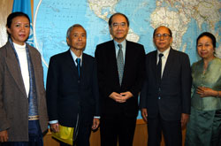 e Director-General of UNESCO, Koïchiro Matsuura, today received MM Latsami Khamphoui and Feng Sakchittaphong