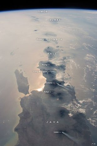 east_indonesia_island_chain_from_iss