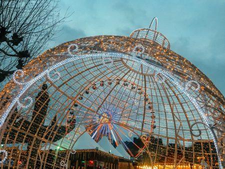 Bezoek de kerstmarkt op het Vrijthof in Maastricht.