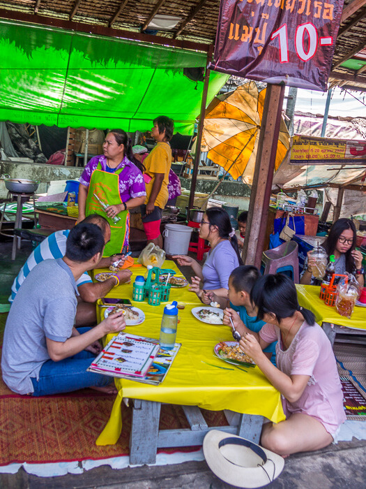 families enjoying a meal at Bang Naam Phung Floating Market