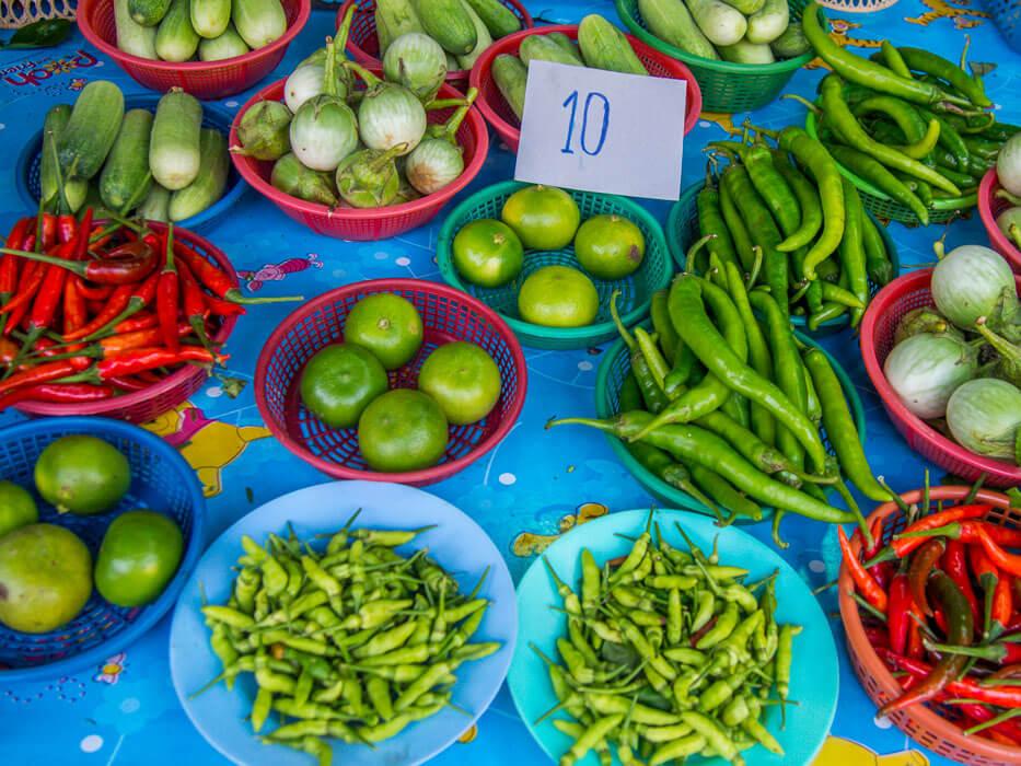 Bang Naam Phung Floating Market produce