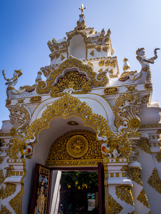 gold and white temples of northern thailand