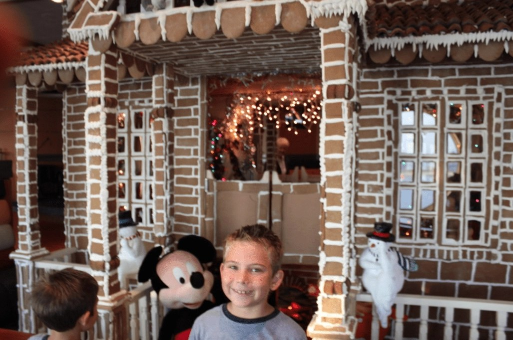 gingerbread_lobby_beachclub