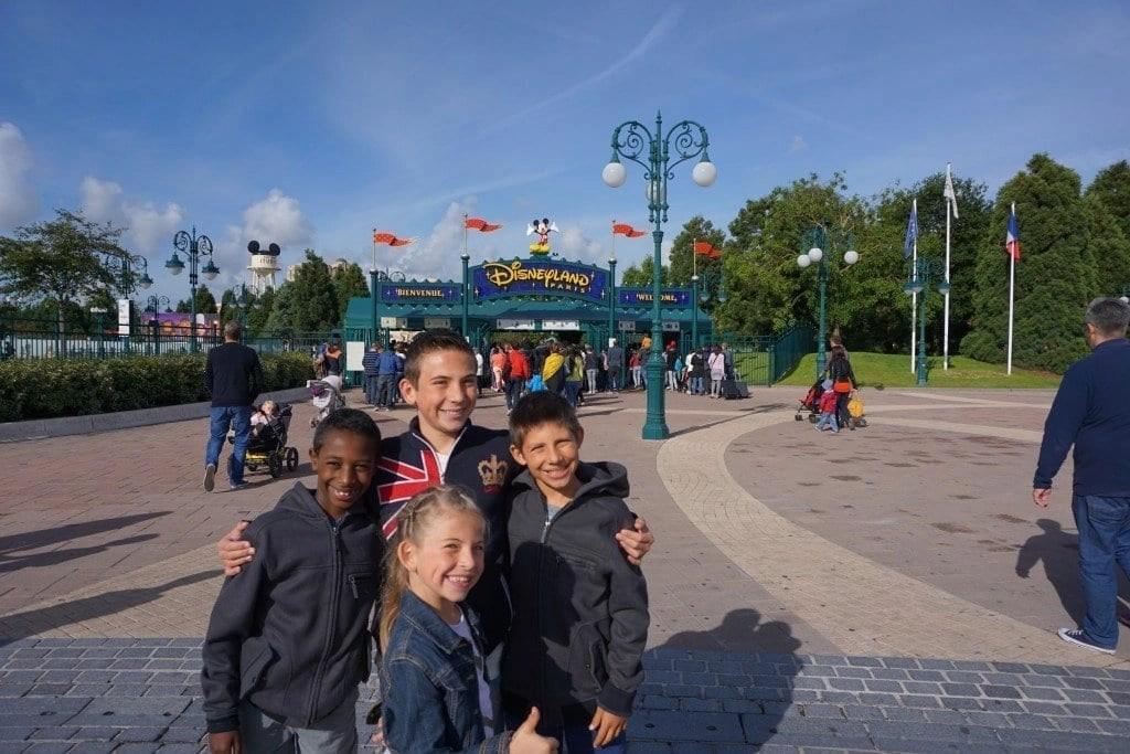 paris_disneyland_gates