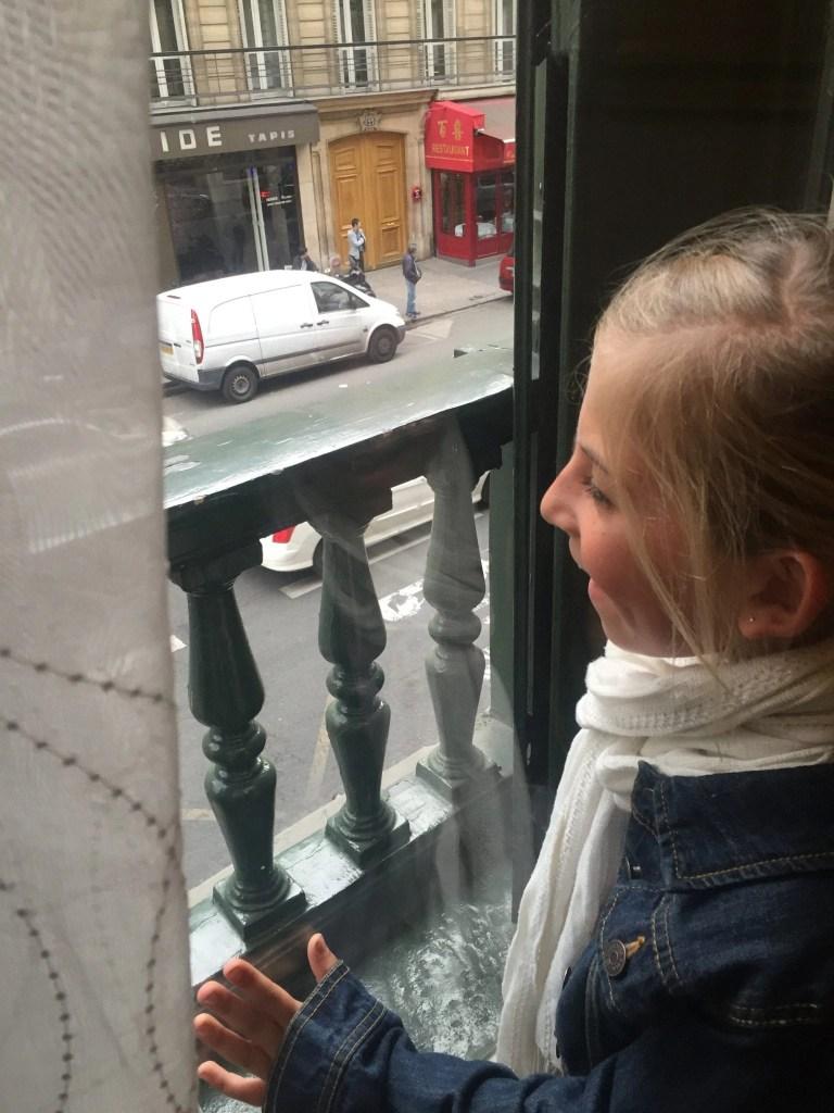 paris_window_young_girl