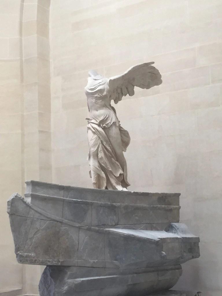 nike_statue_louvre