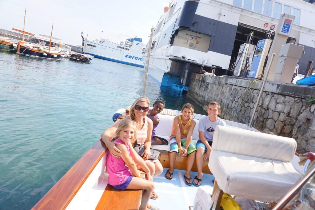 boat_tour_blue_grotto_capri_whales