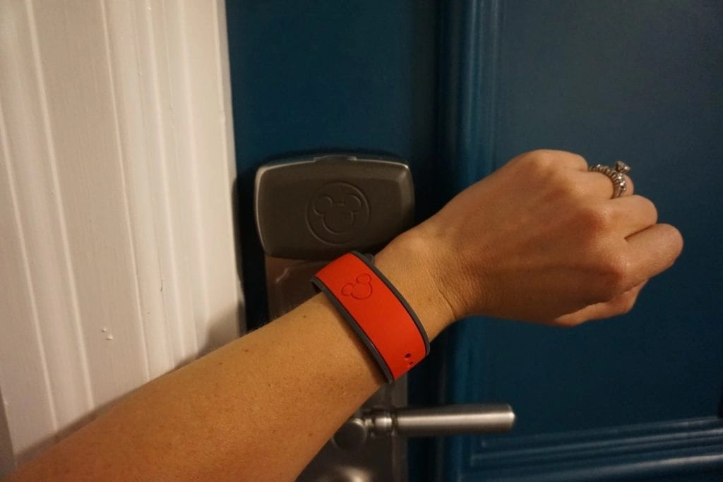 Women using magic band to open room door at Disneyworld | Global Munchkins