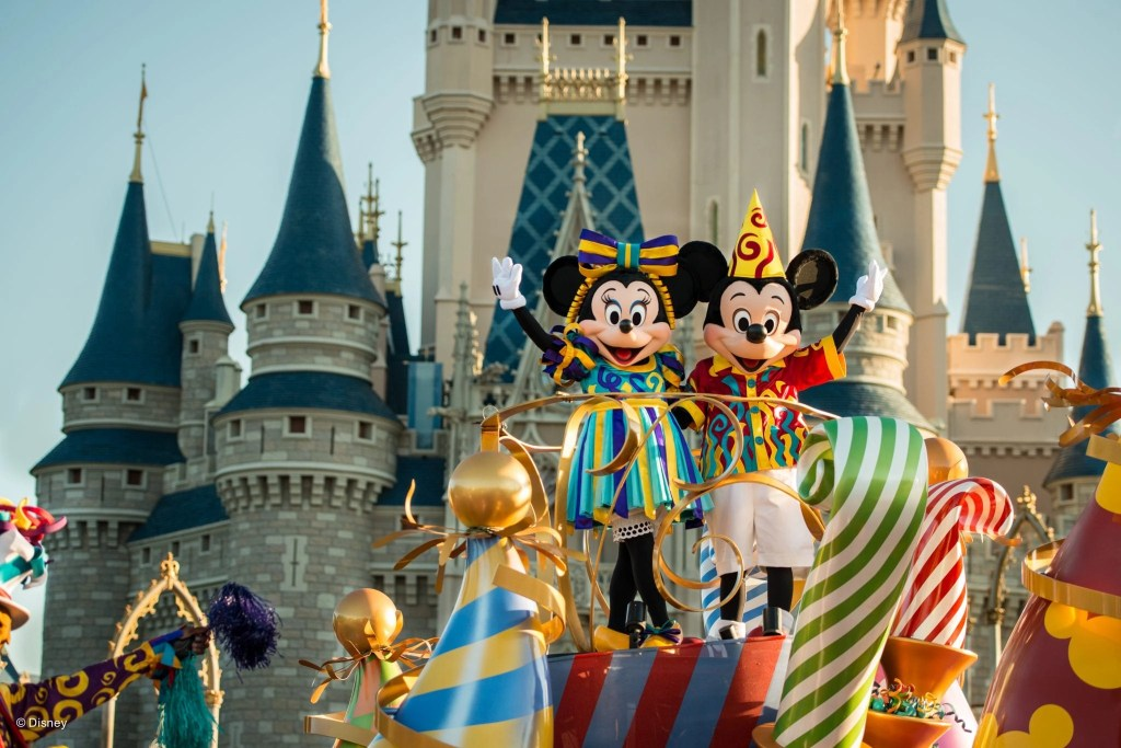 Mickey and Minnie in front of castle at Magic Kingdom in Disneyworld | Global Munchkins