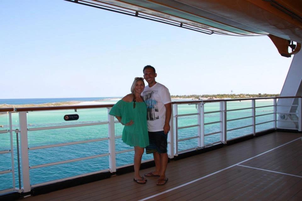 Couple on Disney Cruise   Global Munchkins