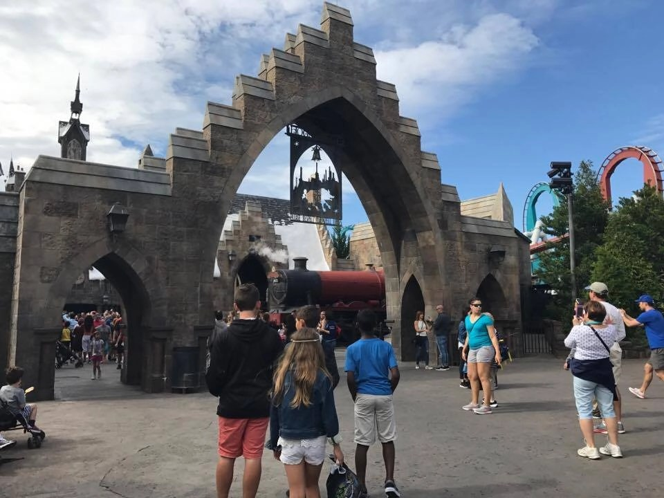 How to avoid crowds at Universal Orlando's Hogsmeade. Tips for visiting the Wizarding World of Harry Potter
