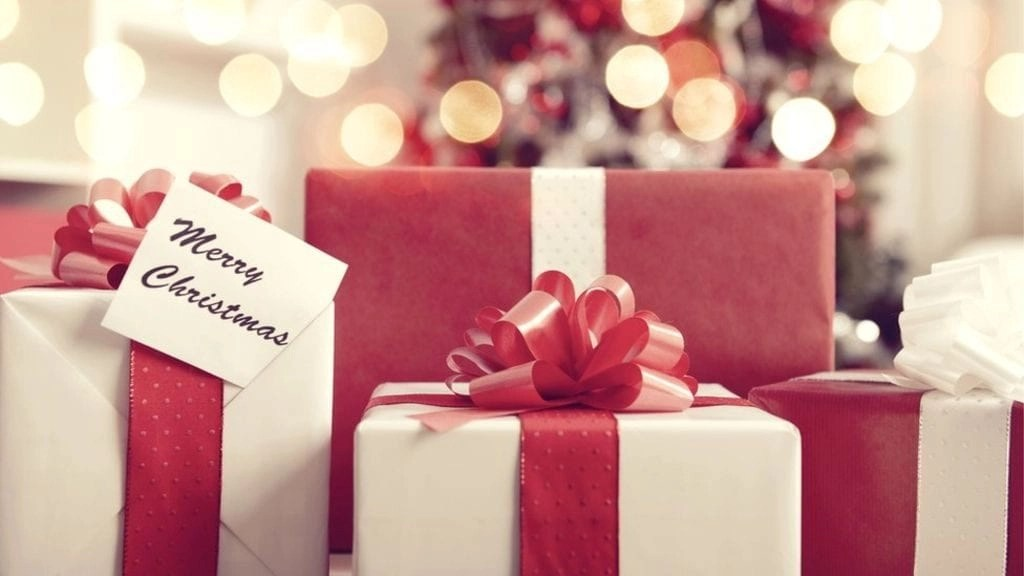 Learn why you should NOT pack wrap gifts when flying this holiday season. Plus, learn more great holiday travel tips.