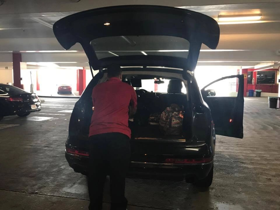 The ONLY LAX Airport Parking Garage I will use ESPECIALLY if I am traveling with my kids in tow. Read more by clicking through to the link + see a video of my family using Wally Park's Valet Service.
