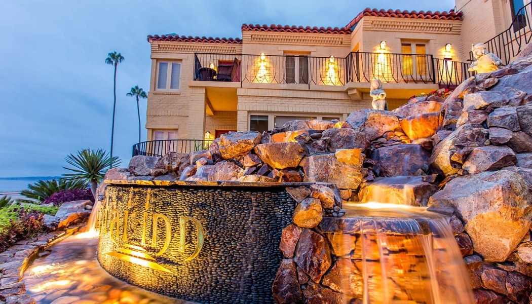 Pantai Inn, one of the best hotels in La Jolla CA. Click to find out why this hotel is the BEST hotel in La Jolla.