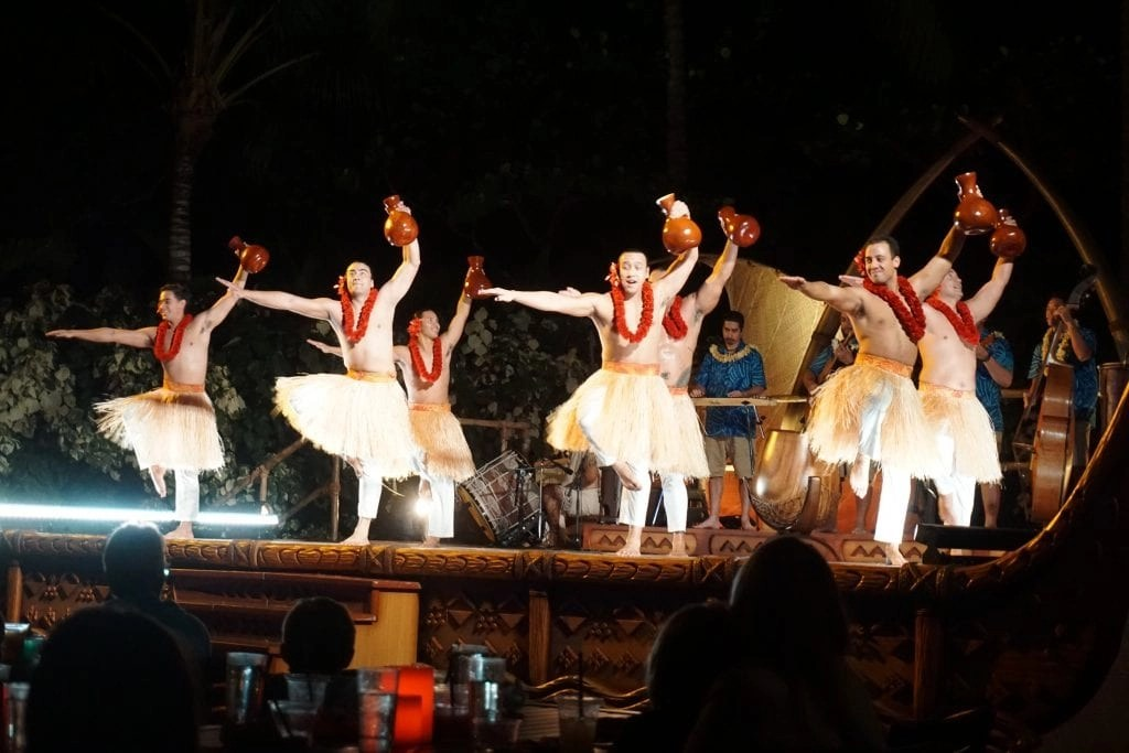 5 Surprising Reasons why KA WA'A, a luau at Disney's Aulani Resort, is a 'must do' for families traveling to Oahu. Find out what makes this the BEST luau in Oahu. #Aulani #luau #Oahu #ThingsToDo #hawaii #HawaiianVacation