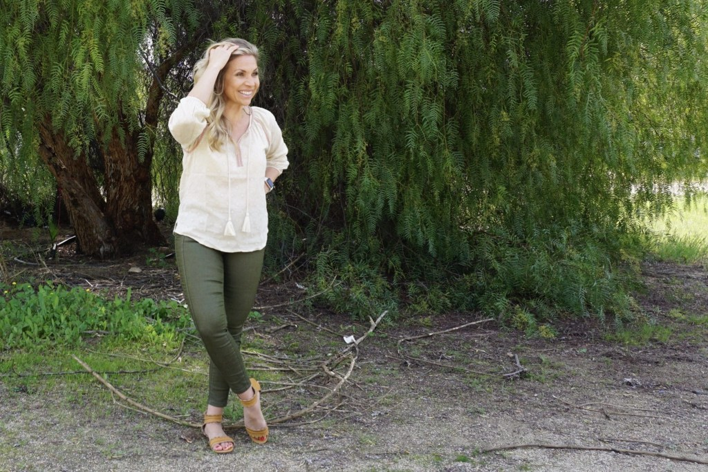 Save Money on organic women's fashion with this Prana promo code. Plus, learn how Prana sources it's materials in a sustainable way. #travelinfluencer #ambermamian #travelblogger #sustainability #organiccotton