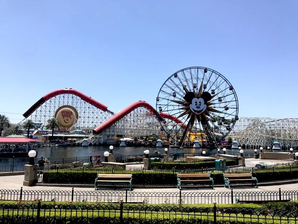 Disneyland Fast Pass Secrets - How to use Disneyland Maxpass like a Pro