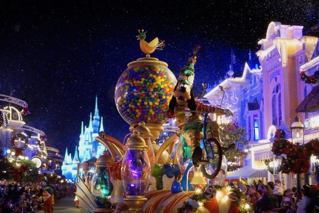 7 Amazing Things to do at Mickey\'s Very Merry Christmas Party 2018!