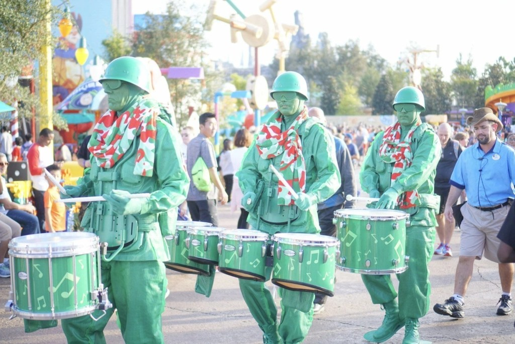 Disney World Characters Green Army Men
