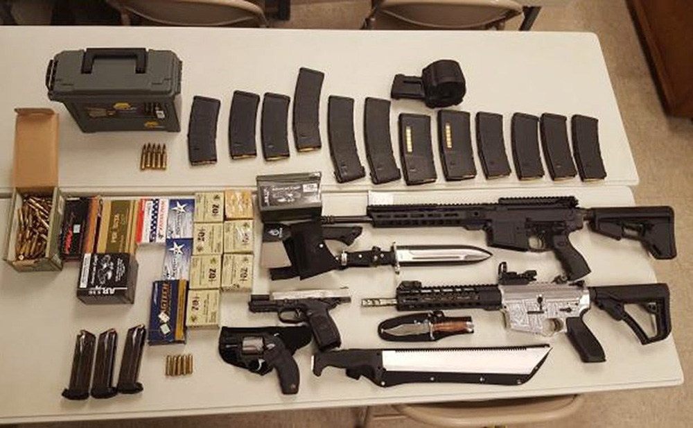 Traffic stop in Tennessee turns up two submachine guns, 900 rounds -  National | Globalnews.ca