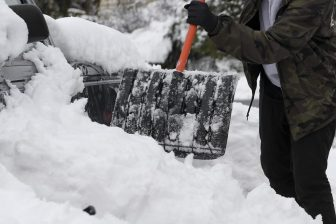 snow shovel e1612465032144