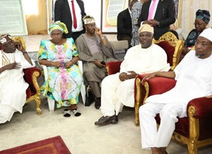 (R-L): Governor of Osun State, Ogbeni Rauf Aregbesola, Lagos State Governor, Mr. Akinwunmi Ambode, Prince Demola Aderemi, First Daughter of deceased, Mrs. Omotola Oyediran and National Leader,