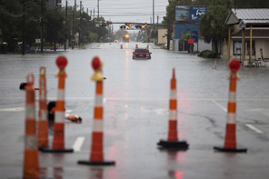 A car is stalled due to heavy rains, along flooded US 17 in Georgetown, South Carolina October 4, 2015. REUTERS/Randall Hill
