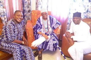 The Olowu of Owu, Oba Adegboyega Dosunmu Amororo II (m) flanked by the Nigerian National Carnival's Artistic Director, Mr. Biodun Abe (l) and Folorunsho Okenla