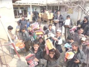 afghan_boys_gift