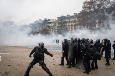 "PARIS, FRANCE - DECEMBER 01: Fightings between police and the ""gilets jaunes"" on the Place de l'Etoile in front of the Arc de Triomphe, on December 1, 2018 in Paris, France. The demonstrators, known as ""gilets jaunes"" or ""yellow vests,"" have protested across France for the last two weeks, demanding a reduction in fuel prices. French law requires drivers to carry yellow vests in case of accident. (Photo by Veronique de Viguerie/Getty Images)"