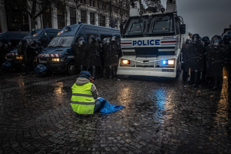 PARIS, FRANCE - DECEMBER 15: Clashes between Police and Yellow Vests on the Champs Elysees on December 15, 2018 in Paris, France. The protesters gathered in Paris for a 5th weekend despite President Emmanuel Macron's recent attempts at policy concessions, such as a rise in the minimum wage and cancellation of new fuel taxes. But the 'Yellow Vest' movement, which has attracted malcontents from across France's political spectrum, has shown little sign of slowing down. (Photo by Veronique de Viguerie/Getty Images)