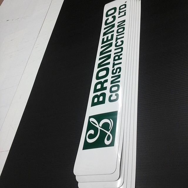 Vehicle magnetics with vinyl lettering