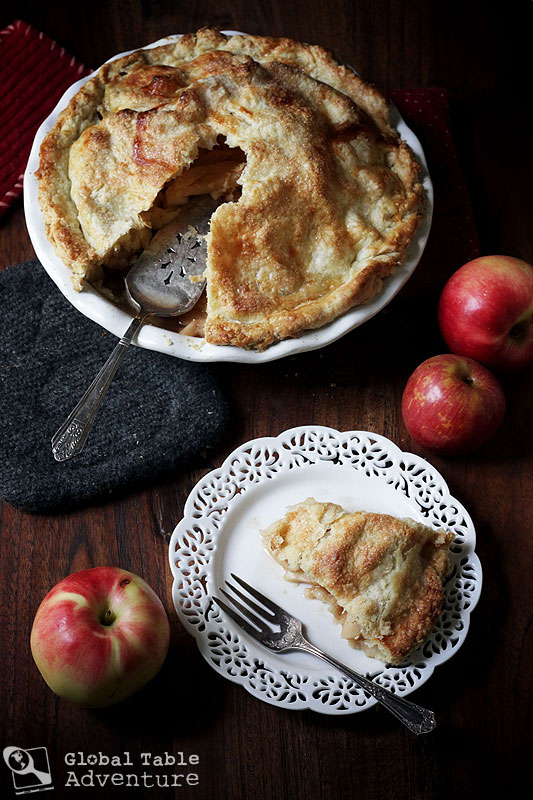 Around the world with apples: 10 recipes to welcome autumn >> All-American Apple Pie