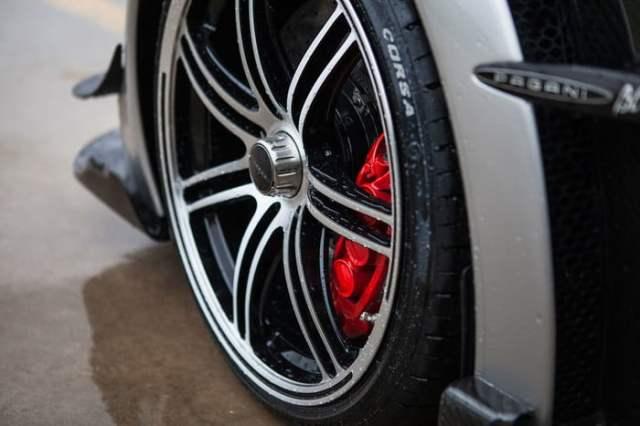 Pagani-Huayra Tires
