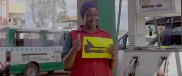 Une capture d'écran d'une vidéo Youtube Agenda 2 016 montrant une militant du Président Museveni.