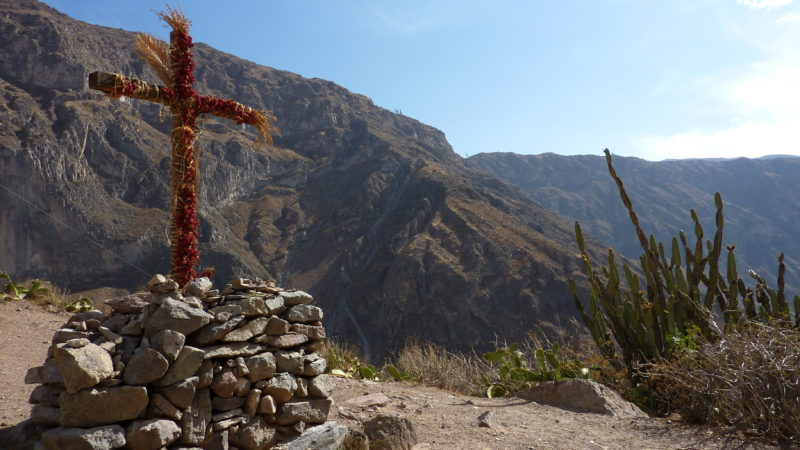 Photo: Cross with geraniums in Malata, Tapay District. Licensed under the Creative Commons Attribution-Share Alike 4.0 International.