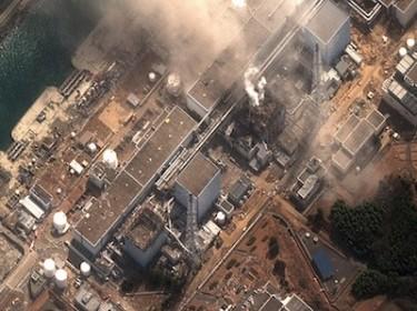Usina Nuclear Fukushima Dai Ichi, no Japão, danificada pelo terremoto e pelo tsunami. Foto por www.digitalglobe.com.
