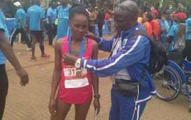 Gyat-c Patron presenting trophy to one of the participants in The Standard Chartered Nairobi Marathon 2018