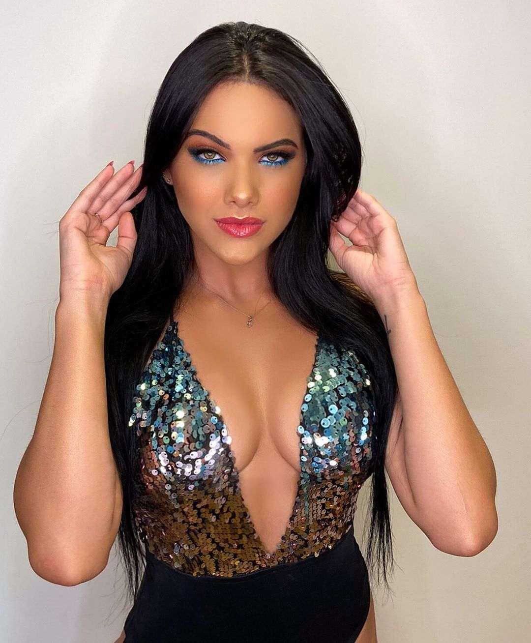 Brazilian Beauty Emily Gracia
