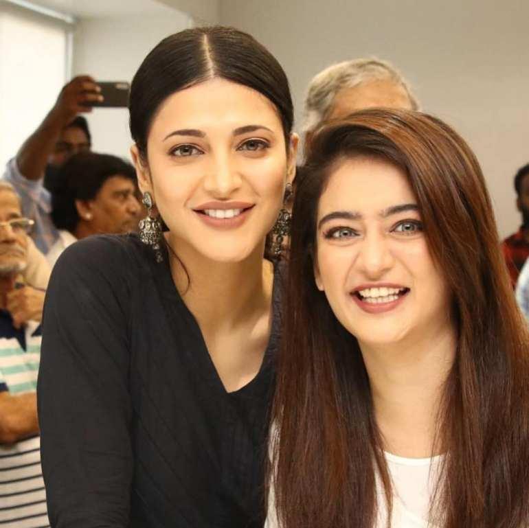 Akshara Haasan With her Sister Shruti Haasan