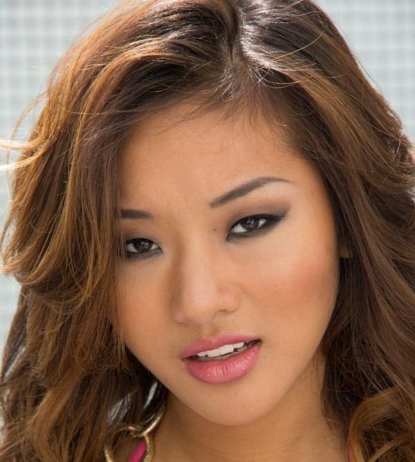 Alina Li Real Name