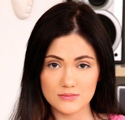 Lizzy Aizen (Seren)
