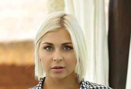 Nicole Brix (Mia Richi)