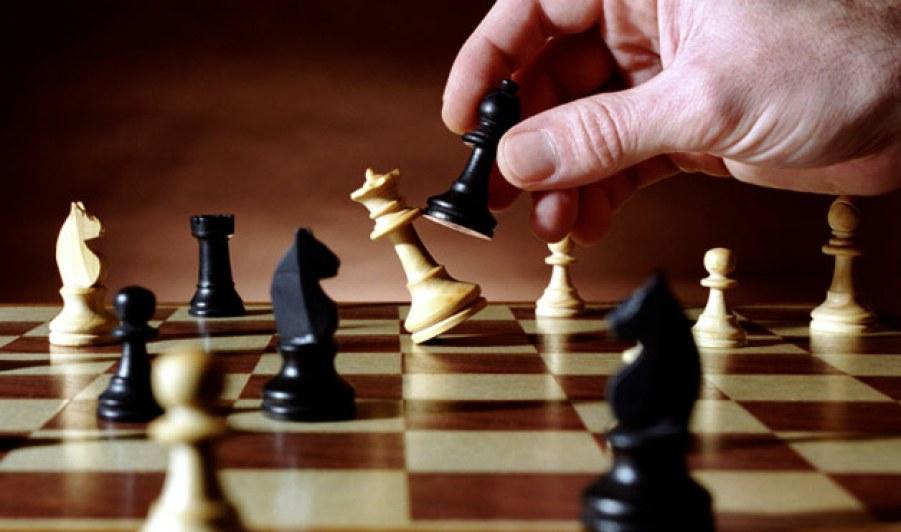 Resultado de imagen para playing ajedrez